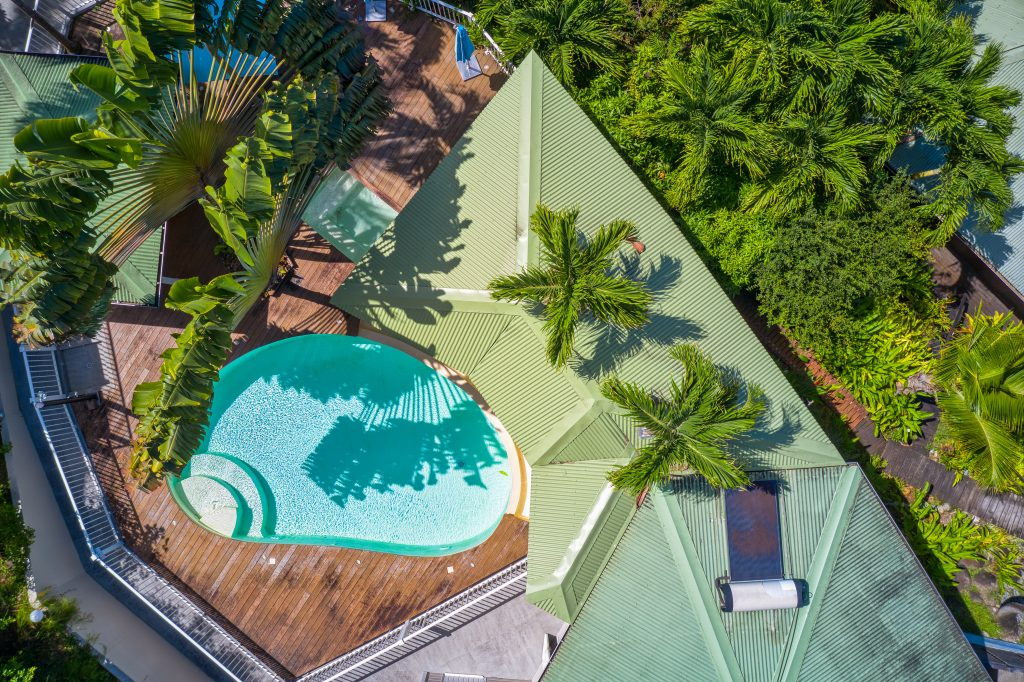 La piscine et le carbet de l'appartement Lodge Cococ Deshaies Guadeloupe
