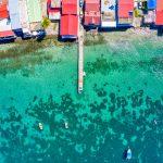 Vue sur le ponton du village de Deshaies (Guadeloupe)