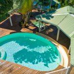 La piscine et le carbet du de l'appartement Lodge Cococ Deshaies Guadeloupe