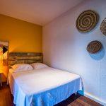 Chambre avec lit double 140 de l'appartement Lodge Coco Deshaies (Guadeloupe)