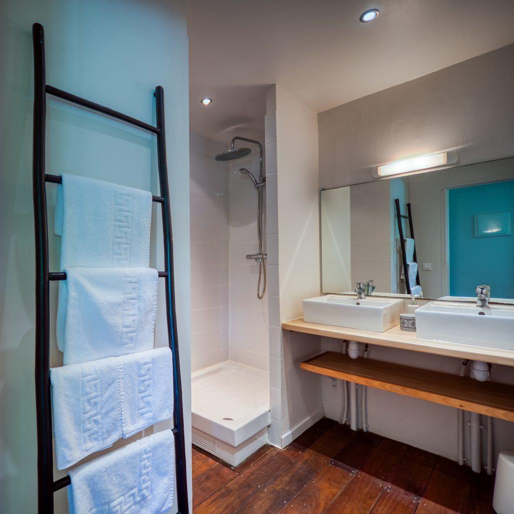 La salle de bain de l'appartement Lodge Coco Deshaies Guadeloupe