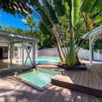 La piscine et le jacuzzi de l'appartement Lodge Coco Deshaies Guadeloupe