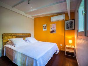 Chambre lit Queen size du Lodge Coco