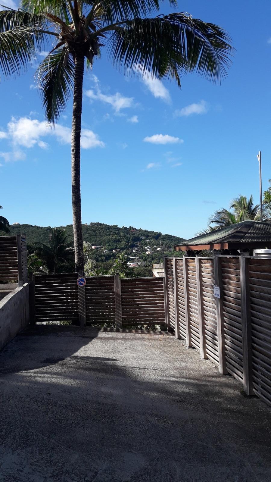 Parking Lodge Coco - Deshaies, Guadeloupe